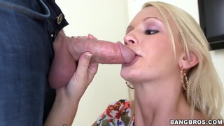 Babe Emily Austin does amazing blowjob in close up Thumbnail